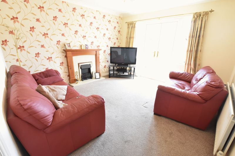 4 bedroom Detached  to buy in Sowerby Avenue, Luton - Photo 9
