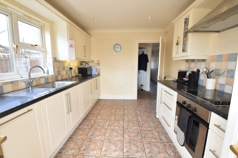 4 bedroom Detached  to buy in Sowerby Avenue, Luton - Photo 10