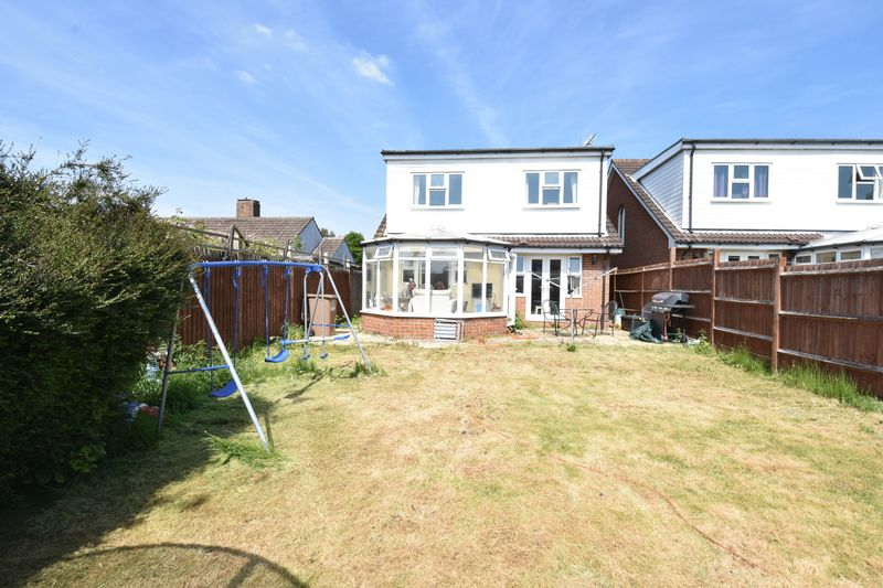 4 bedroom Detached  to buy in Sowerby Avenue, Luton - Photo 12