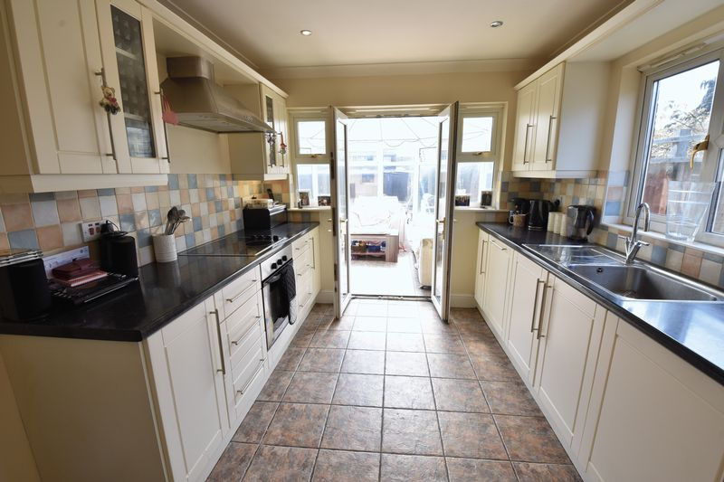 4 bedroom Detached  to buy in Sowerby Avenue, Luton - Photo 15