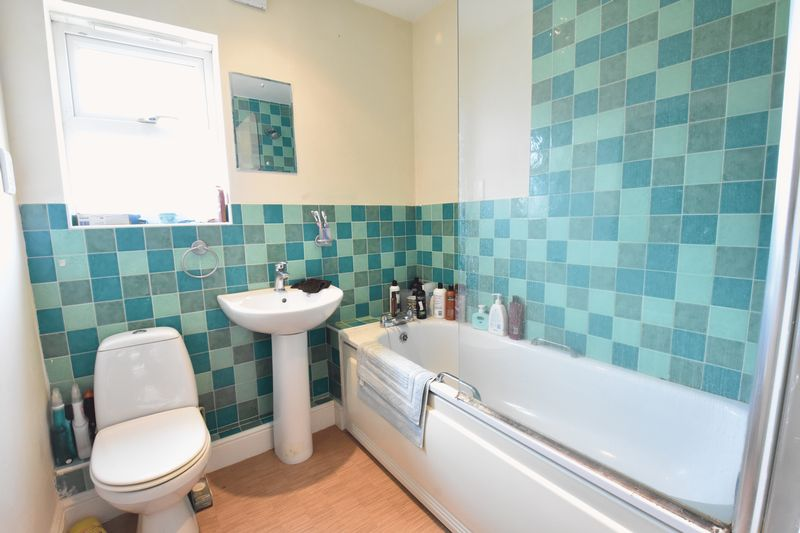 4 bedroom Detached  to buy in Sowerby Avenue, Luton - Photo 16