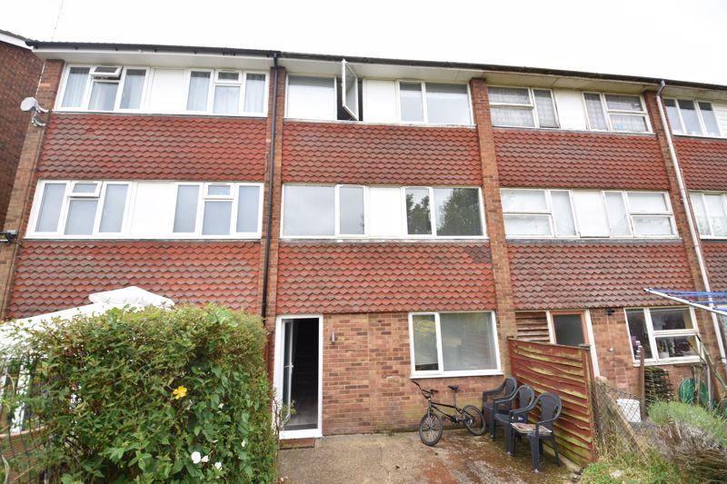 6 bedroom Apartment / Studio to buy in Chertsey Close, Luton