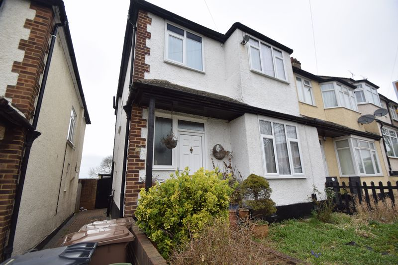 4 bedroom Semi-Detached  to rent in Ninth Avenue, Luton