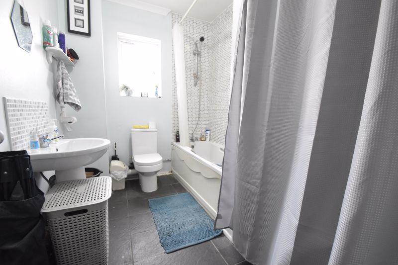 1 bedroom Flat to buy in Tudor Road, Luton - Photo 4