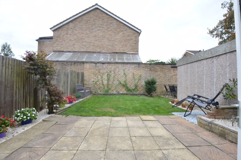 3 bedroom Semi-Detached  to buy in Bracklesham Gardens, Luton - Photo 1