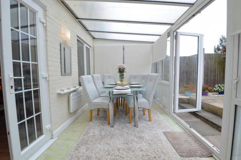 3 bedroom Semi-Detached  to buy in Bracklesham Gardens, Luton - Photo 3
