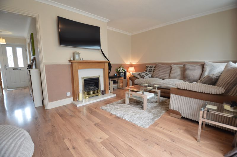 3 bedroom Semi-Detached  to buy in Bracklesham Gardens, Luton - Photo 6