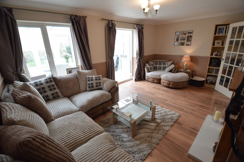 3 bedroom Semi-Detached  to buy in Bracklesham Gardens, Luton - Photo 7
