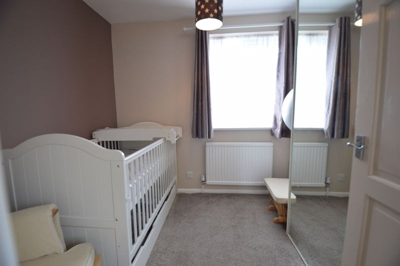3 bedroom Semi-Detached  to buy in Bracklesham Gardens, Luton - Photo 12