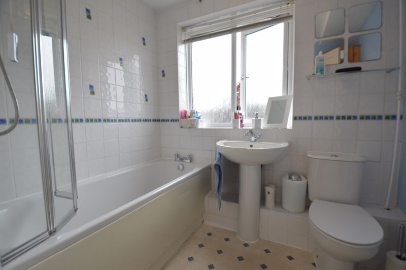 3 bedroom Semi-Detached  to buy in Bracklesham Gardens, Luton - Photo 17