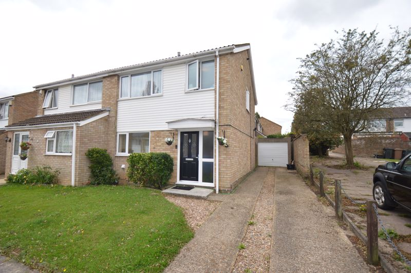 3 bedroom Semi-Detached  to buy in Bracklesham Gardens, Luton - Photo 18