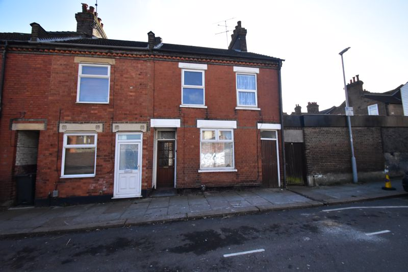 2 bedroom End Terrace to buy in New Town Street, Luton - Photo 1