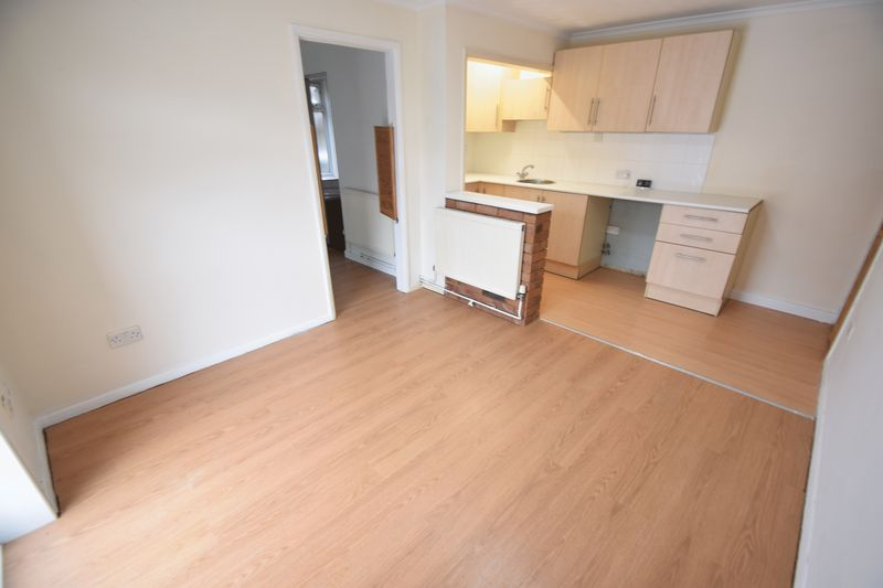 1 bedroom Maisonette to buy in Farley Hill, Luton - Photo 5