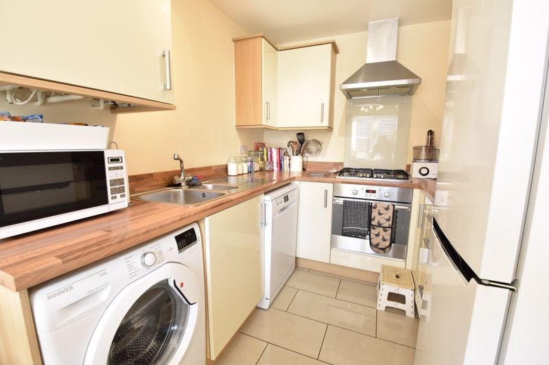2 bedroom Semi-Detached  to buy in Meadfoot Place, Bedford - Photo 5