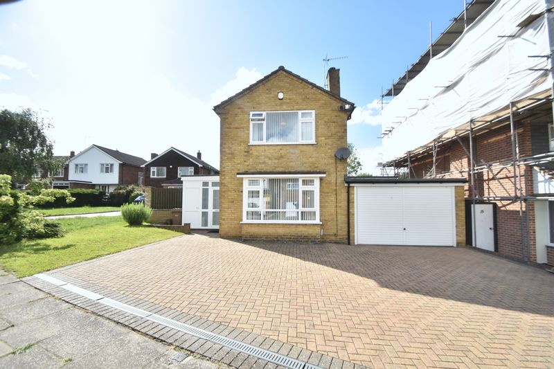 3 bedroom Detached  to buy in Parkland Drive, Luton