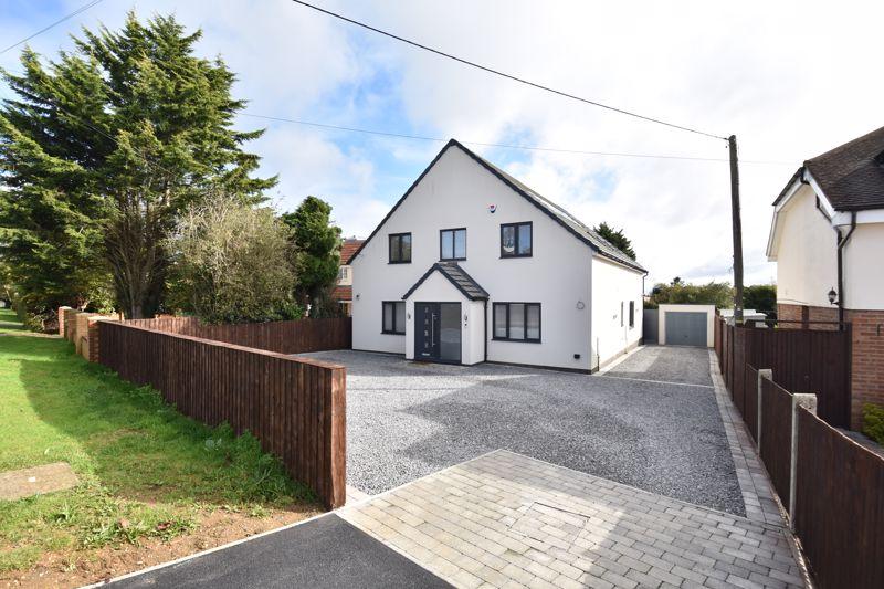 5 bedroom Detached  to buy in Leighton Road, Dunstable