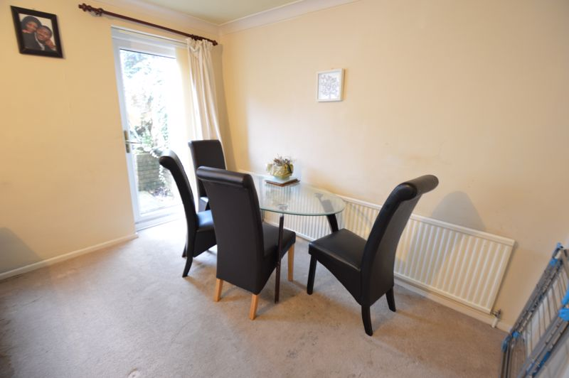 3 bedroom Mid Terrace to buy in Brendon Avenue, Luton - Photo 3