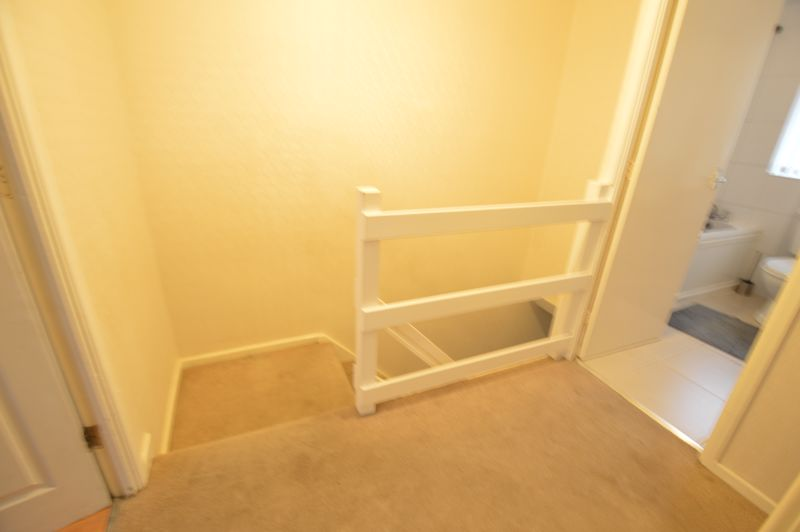 3 bedroom Mid Terrace to buy in Brendon Avenue, Luton - Photo 5