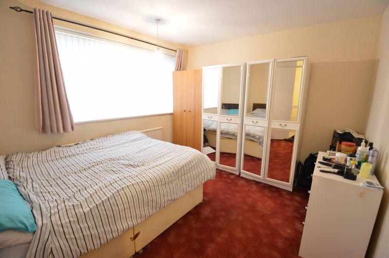 3 bedroom Mid Terrace to buy in Brendon Avenue, Luton - Photo 6