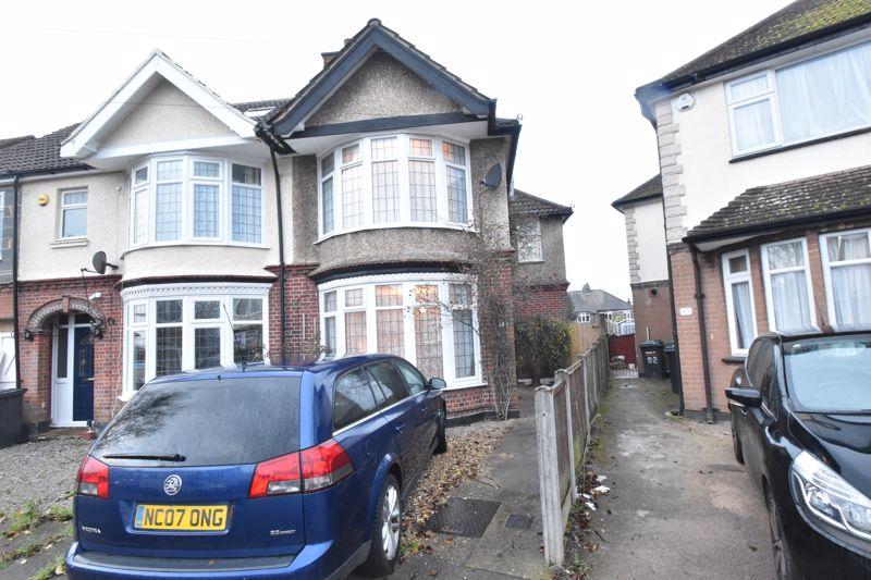 3 bedroom Semi-Detached  to buy in St. Michaels Crescent, Luton