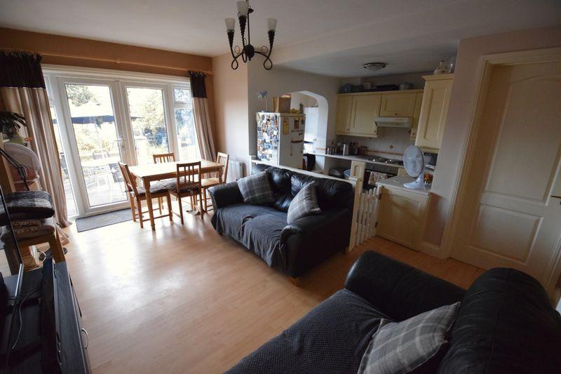 3 bedroom Detached  to buy in Gardenia Avenue, Luton - Photo 3