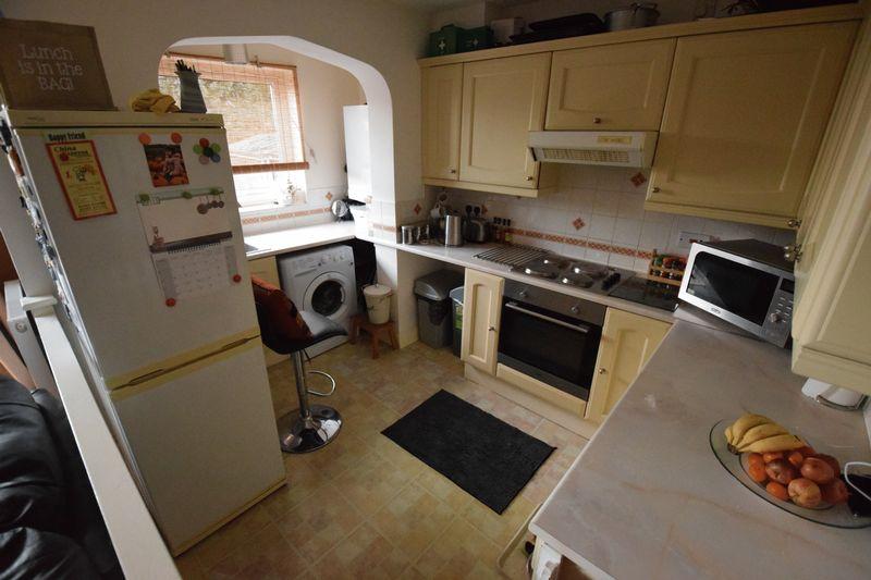 3 bedroom Detached  to buy in Gardenia Avenue, Luton - Photo 5