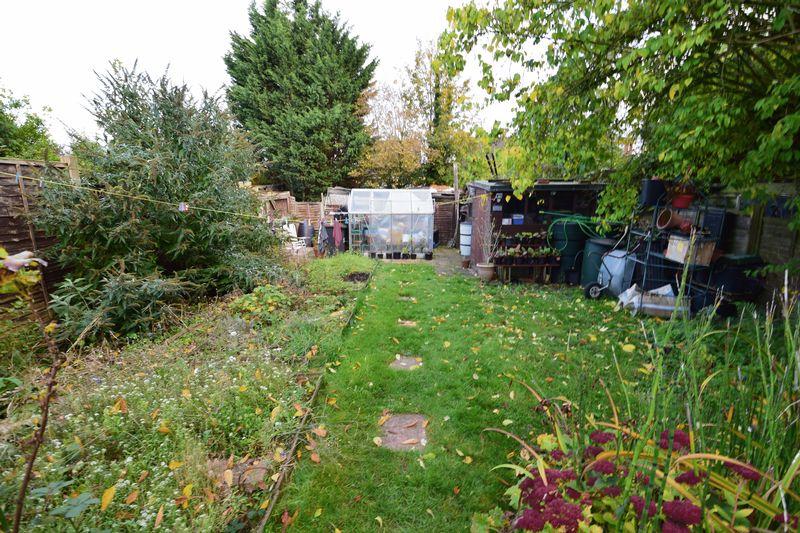 3 bedroom Detached  to buy in Gardenia Avenue, Luton - Photo 14