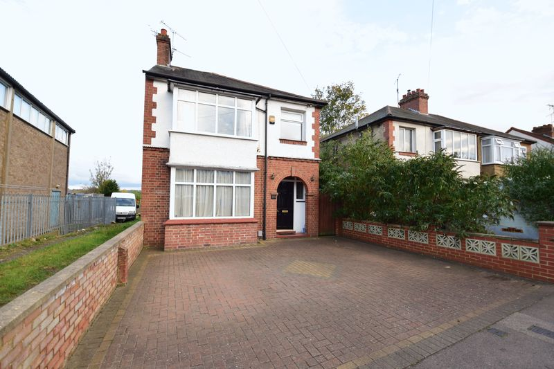 3 bedroom Detached  to buy in Gardenia Avenue, Luton