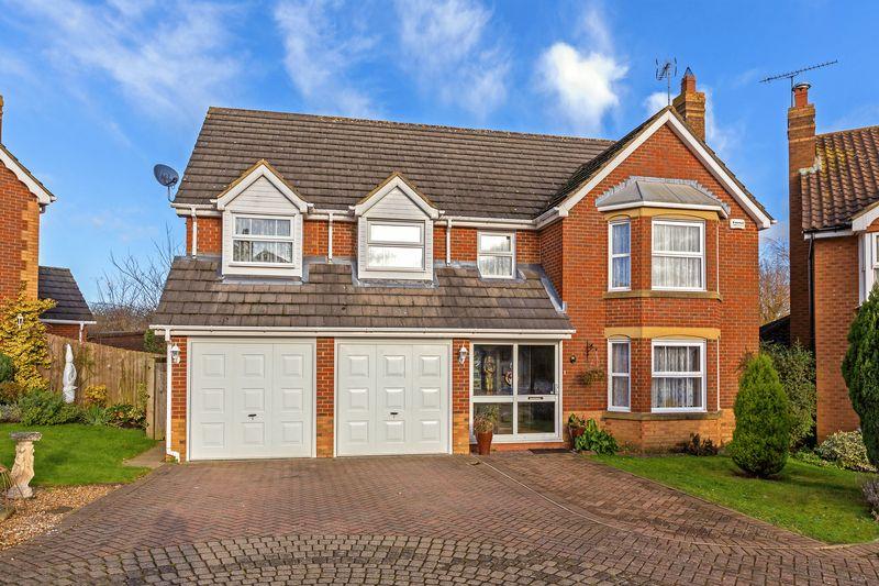 6 bedroom Detached  to buy in Gatehill Gardens, Luton