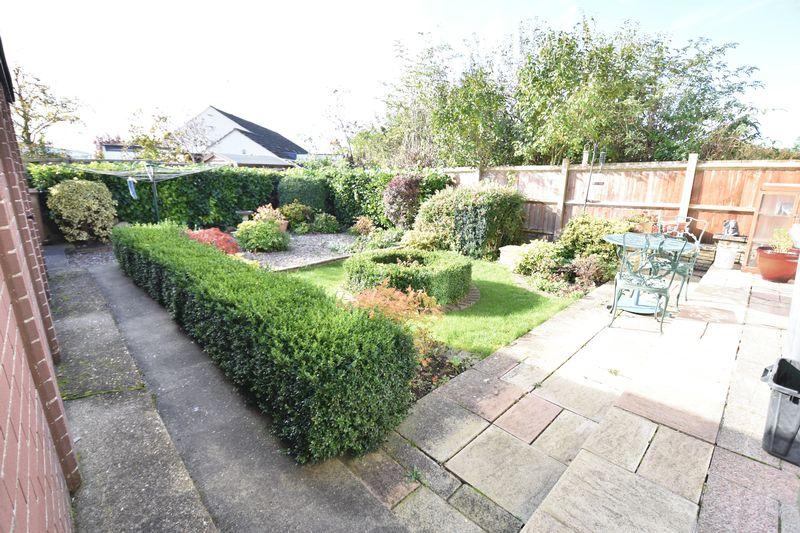3 bedroom  to buy in Laburnum Grove, Luton - Photo 1