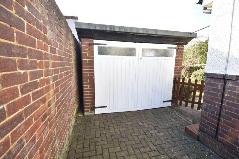 3 bedroom  to buy in Laburnum Grove, Luton - Photo 2