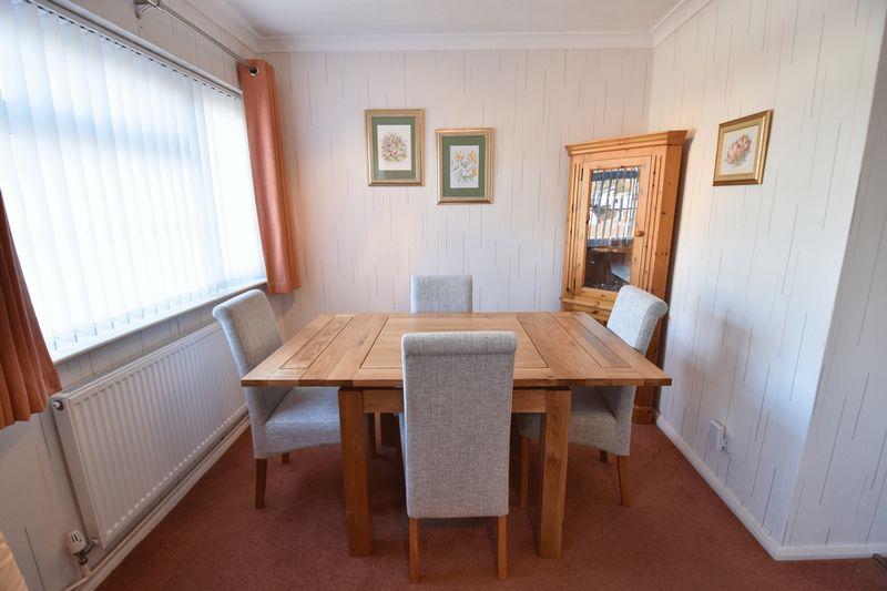 3 bedroom  to buy in Laburnum Grove, Luton - Photo 7