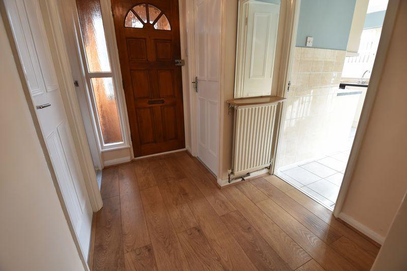 3 bedroom  to buy in Laburnum Grove, Luton - Photo 8