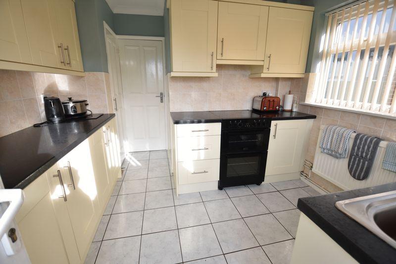 3 bedroom  to buy in Laburnum Grove, Luton - Photo 10