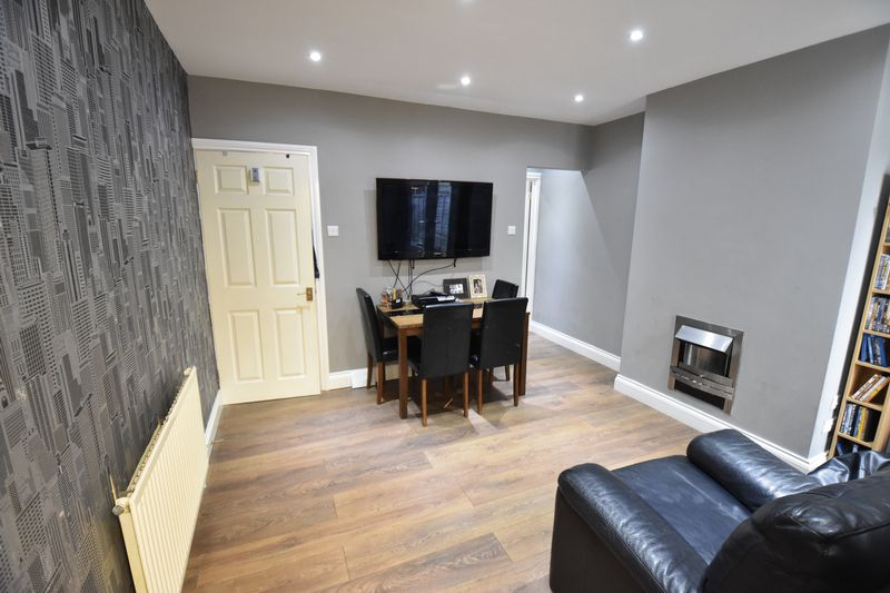 2 bedroom  to buy in Moreton Road South, Luton - Photo 3
