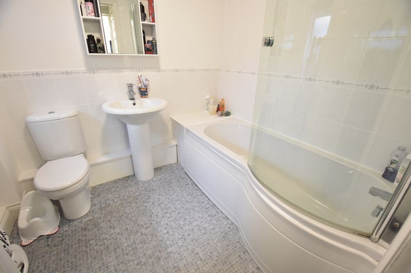 2 bedroom  to buy in Moreton Road South, Luton - Photo 4
