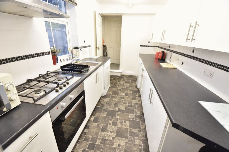2 bedroom  to buy in Moreton Road South, Luton - Photo 5