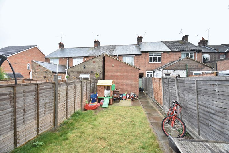 2 bedroom  to buy in Moreton Road South, Luton - Photo 10
