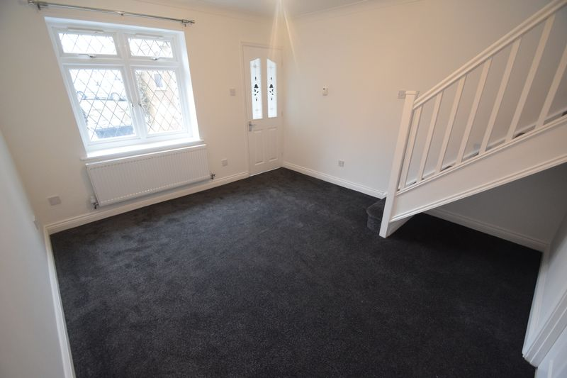 2 bedroom End Terrace to rent in Wiseman Close, Luton - Photo 2