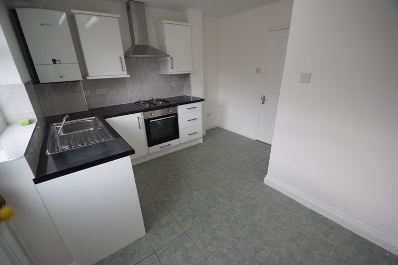 2 bedroom End Terrace to rent in Wiseman Close, Luton - Photo 3