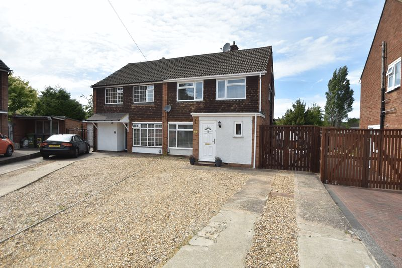 5 bedroom Semi-Detached  to buy in Browns Close, Luton