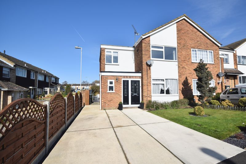 3 bedroom Semi-Detached  to buy in Seaford Close, Luton