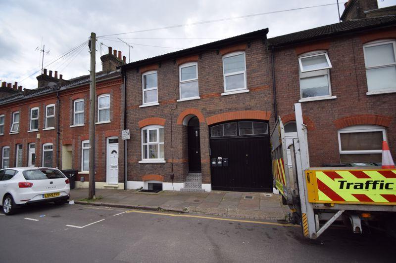 6 bedroom Mid Terrace to buy in Jubilee Street, Luton