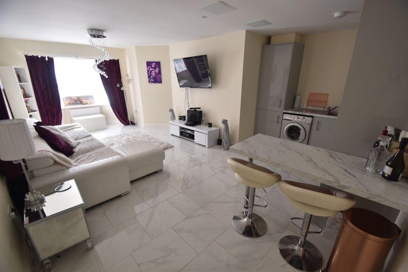 1 bedroom Maisonette to buy in Catsbrook Road, Luton - Photo 3