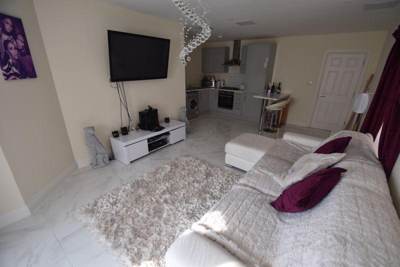 1 bedroom Maisonette to buy in Catsbrook Road, Luton - Photo 6