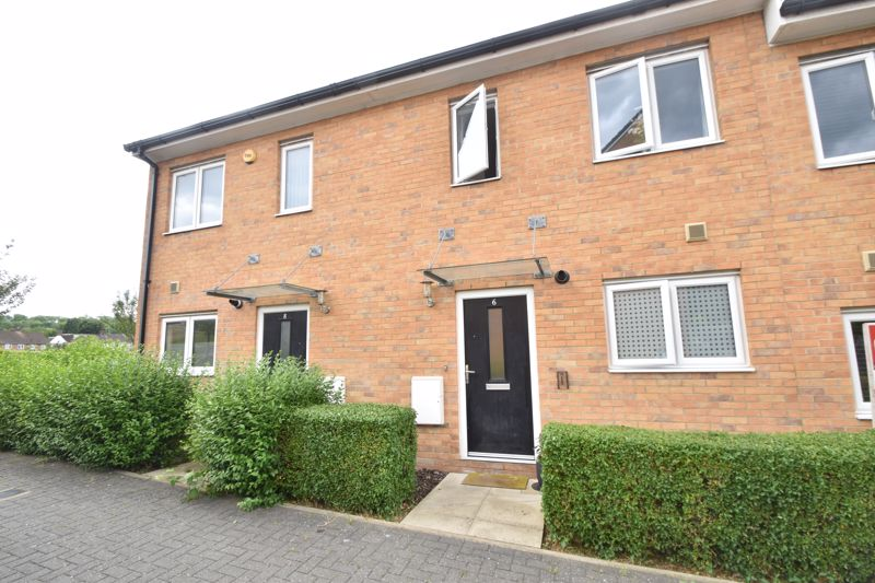 2 bedroom Mid Terrace to buy in Challney Gardens, Luton