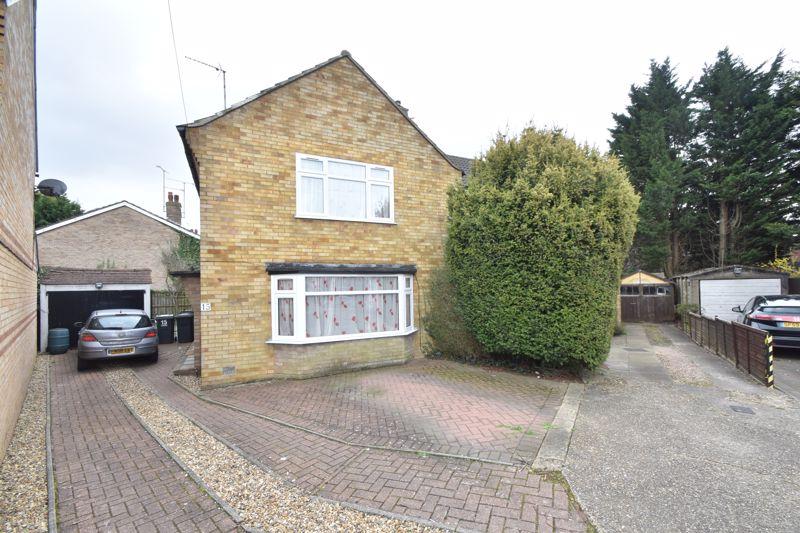 3 bedroom Semi-Detached  to buy in Cuffley Close, Luton