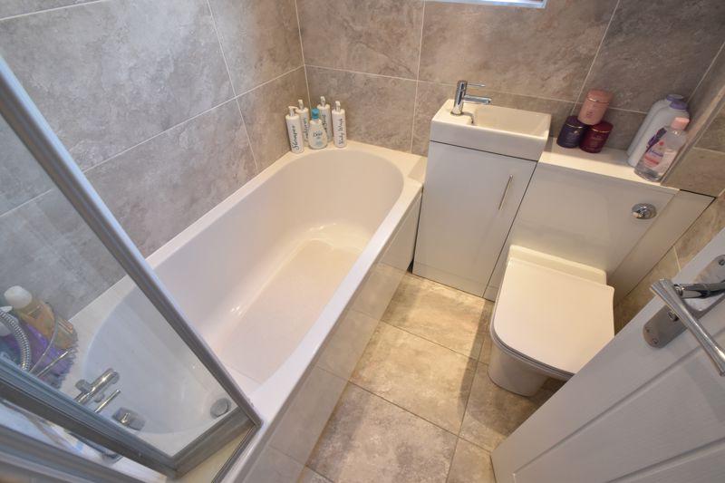 2 bedroom Semi-Detached  to buy in Foston Close, Luton - Photo 3