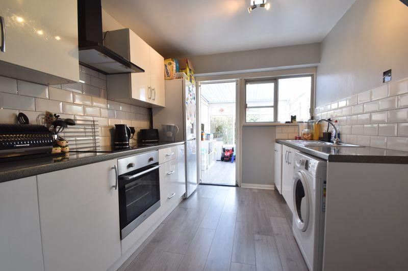 2 bedroom Semi-Detached  to buy in Foston Close, Luton - Photo 4