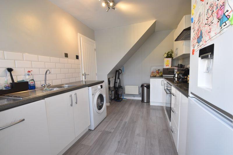 2 bedroom Semi-Detached  to buy in Foston Close, Luton - Photo 6
